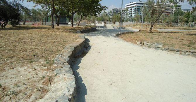 Αδρανή οδοσστρωσίας για μονοπάτια σε πάρκο