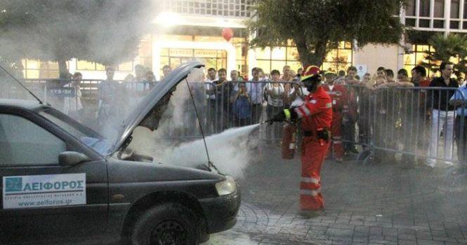 Η εταιρεία επεξεργασίας μετάλλων ΑΕΙΦΟΡΟΣ Α.Ε. παραχώρησε το αυτοκίνητο για τον απεγκλωβισμό και την πυρόσβεση.